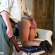 Young babe gets her hot ass tanned