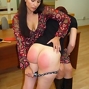 Smutty wench has her hindquarters lashed
