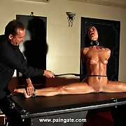 Hot babe Alex does transmitted to splits in all directions shackles for an extreme knocker toes coupled