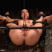 Slave Kelly gets beaten, stretched and made to squirt