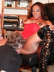 Slave worships pussy and feet