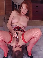 Chick facesitter in red nylon