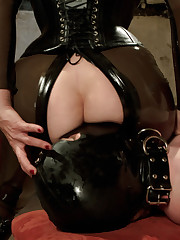 Latex lady whipping and pinching her sub before fuck