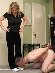 Malesub was humiliated by feet