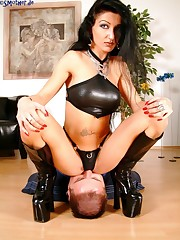 Hot mistress sat on slave
