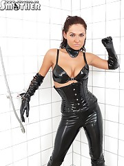 Latex bitch posing for her sub eager to have facesitting