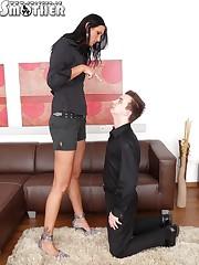 Merciless babe punishing her slave with cruel facesitting