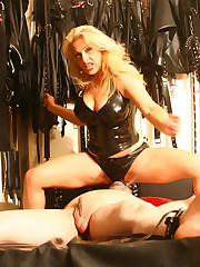 Latex blonde mistress pissing