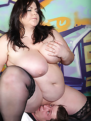 Hardcore face queening with strict big beautiful woman domme