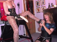 The mistress with giant strapon fucked sissyboy