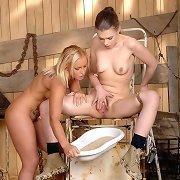 Hot lesbian Johane lets her golden piss out with..