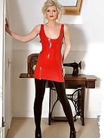 Slaveslut worn red black leggings