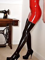 Slaveslut worn red black leggings