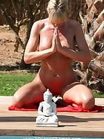 Blonde's meditation discipline involves severe whipping