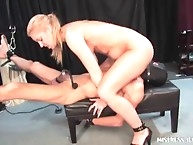 Blonde mistress pumped slave's asshole