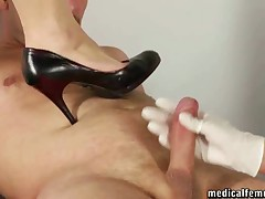 Painful trampling with high-heeled shoes