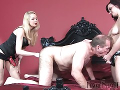 Slave got pegged by his mistress