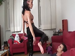 Dominatrix got foot licking from her abused sub