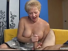 Pull someone's leg hottie Tracy makes chubby bushwa heavy cum