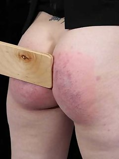 <!–-IMAGE_COUNT-–> of Kailee goths ass brushed from spanking