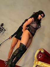 Brutal female whipping