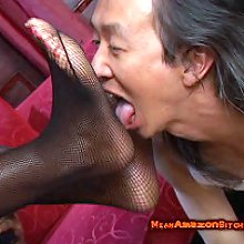 Interracial foot worship and facesitting