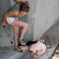 Outdoor female feet worship