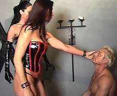 Zarah and Jana facesitting on slave