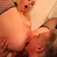 Blonde chick in nylon sat on man's face in bathroom