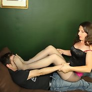 The domina smothered her slave under feet