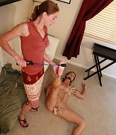 Slavegirls was tormented by clothers-pegs